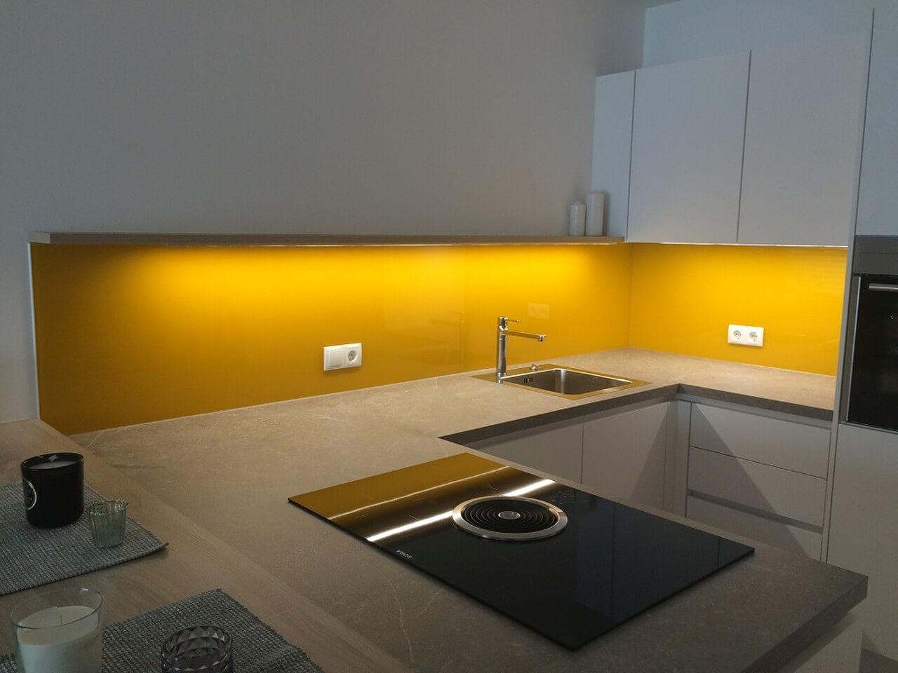 gro k chenr ckwand glas g nstig zeitgen ssisch die besten wohnideen. Black Bedroom Furniture Sets. Home Design Ideas