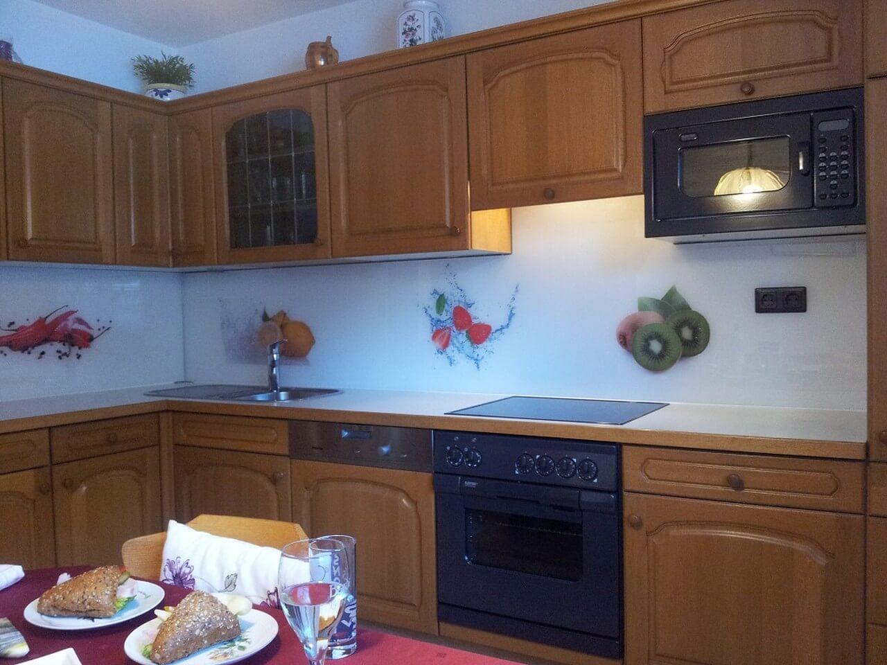 Küchenrückwände – Glasbau Fuchs